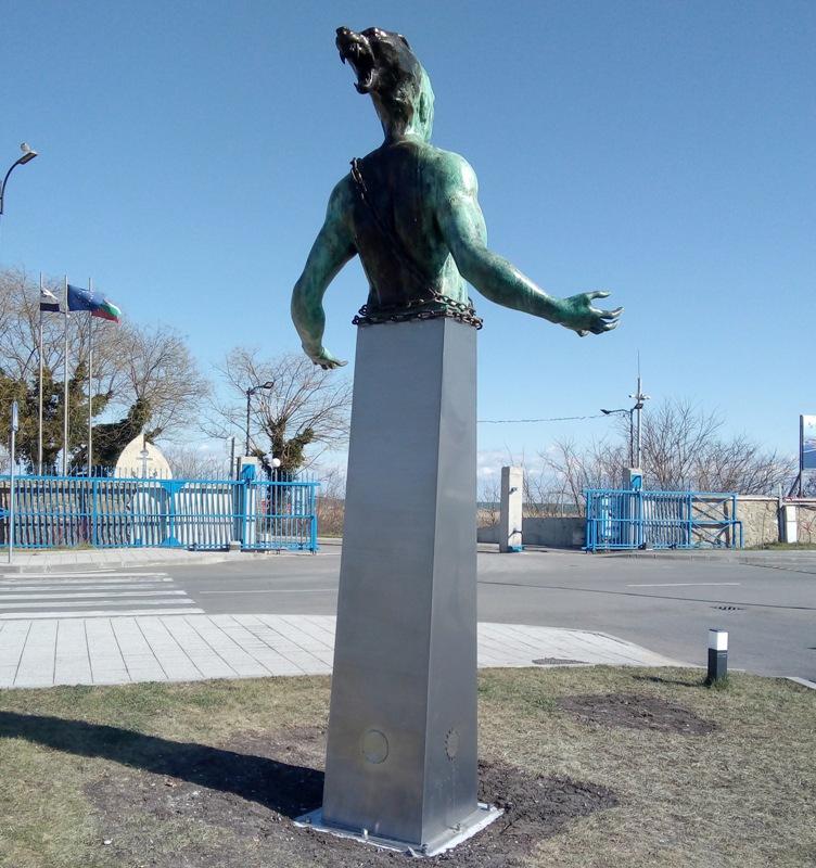 Искам да направя статуя на Адолф