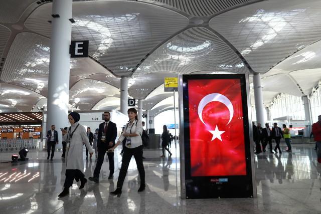 Ердоган откри новото мегалетище в Истанбул (СНИМКИ)