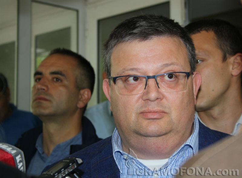 Цацаров поиска имунитета на шестима депутати