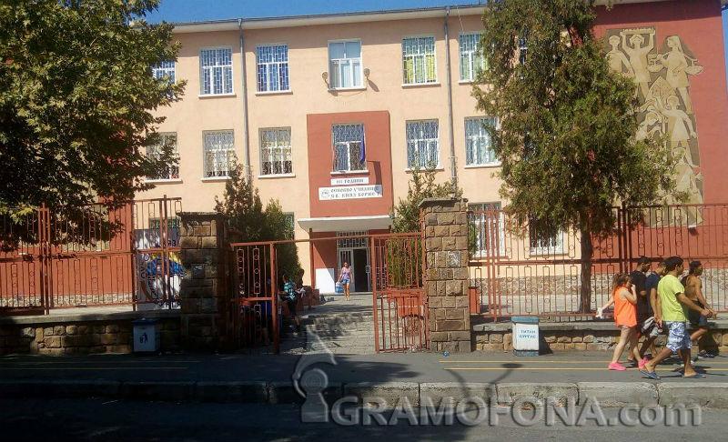 Спешни родителски срещи заради боя между ученици в Бургас