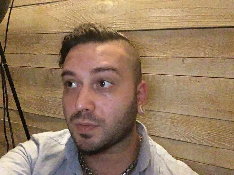 Николай Черкезов, татуист: Случва се често да откажем на клиентите