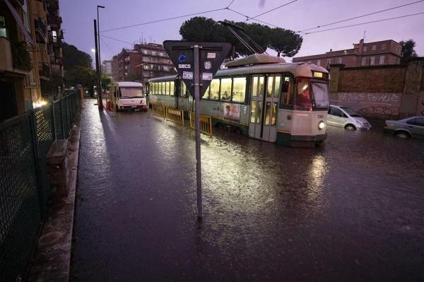 Пороите в Италия взимат още жертви, откриха 9 тела в наводнена къща