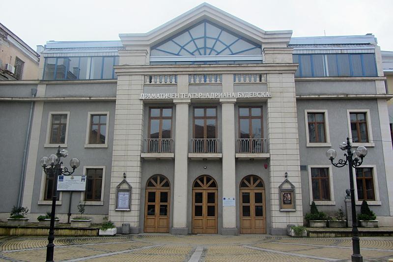 Отлагат няколко постановки в бургаския театър, актрисата Димитрина Тенева е под карантина