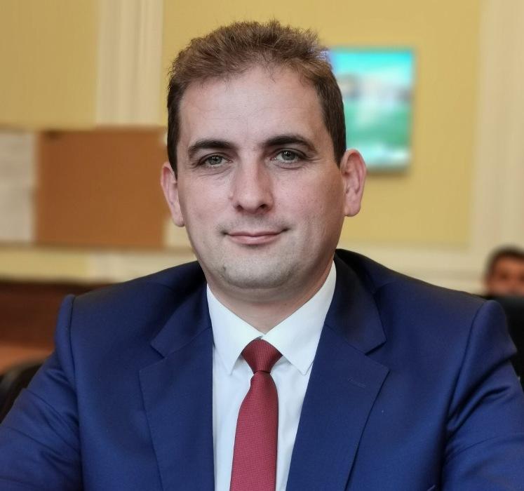 Бургаският депутат от ДПС Севим Али с поздрав към медиците