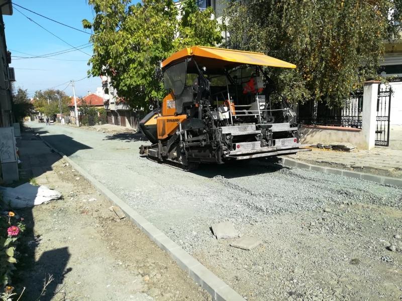 Усилен ремонт на улици тече в Карнобат