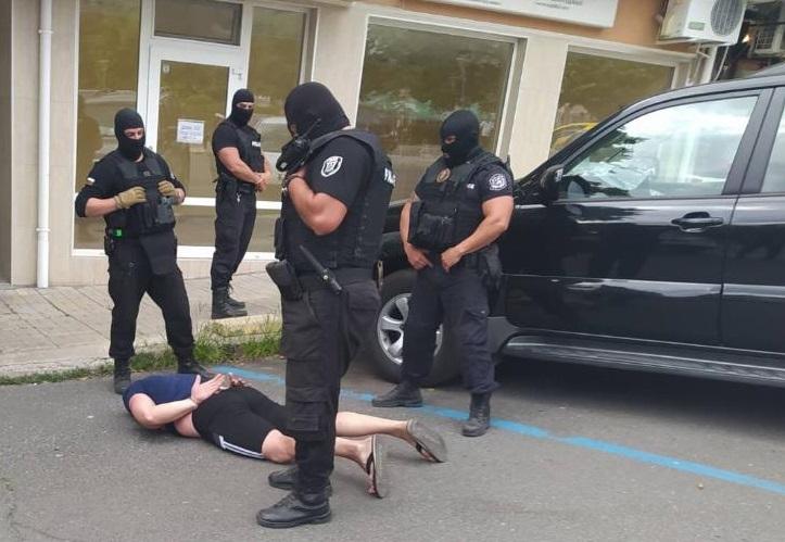 Постоянен арест за подпалвача на микробус в Поморие