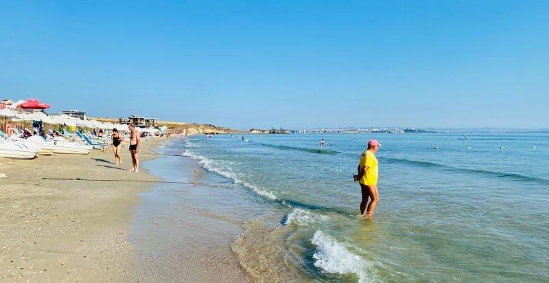 Лек западен вятър превръща плажа в Крайморие днес в истинско удоволствие