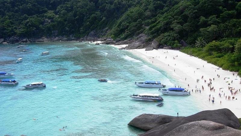 Тайланд затваря остров заради щетите, нанесени от туристи