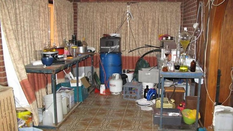 Откриха нарколаборатория в Сарафово