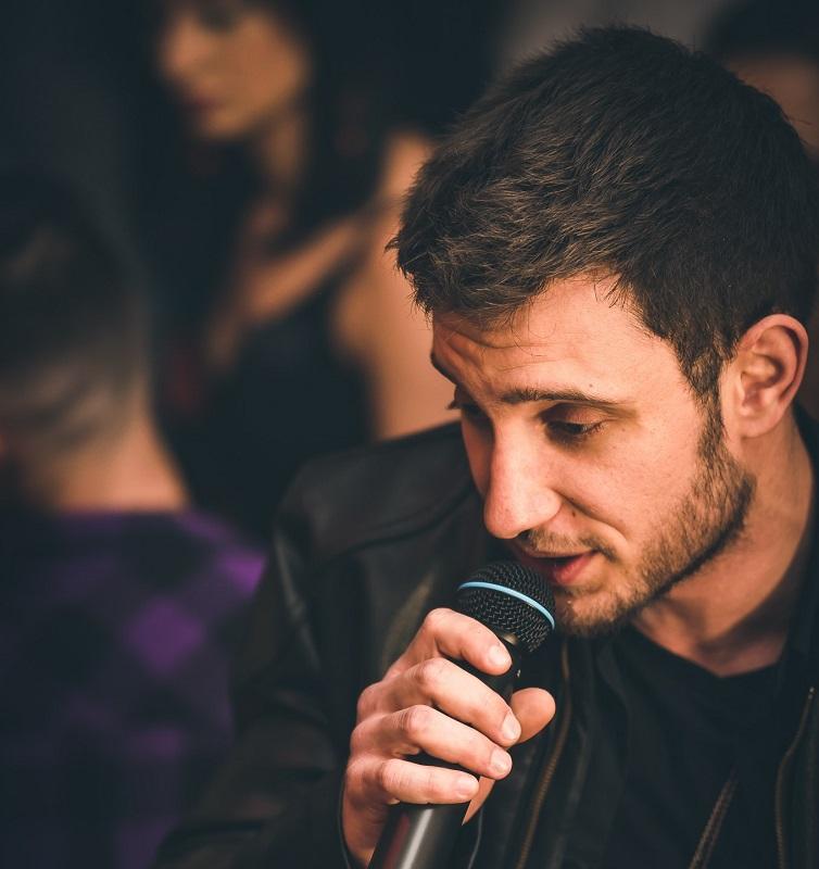 """Победителят от """"Гласът на България"""" 2019 Атанас Кателиев ще пее за дамите на 8 март в Гранда на Бургас"""