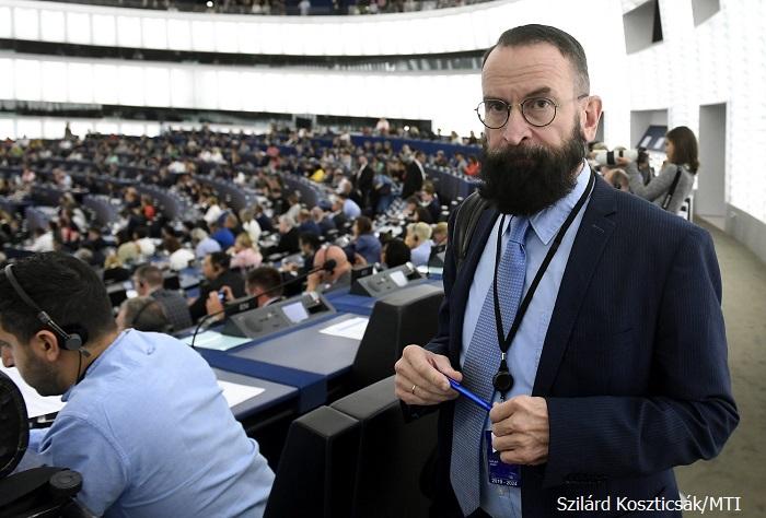 Евродепутат от Унгария подаде оставка заради секс парти само с мъже и дрога в Брюксел