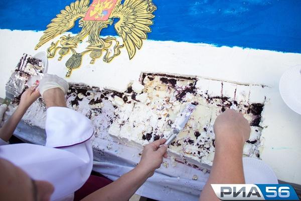 Чиновници изядоха тортата на сирачета