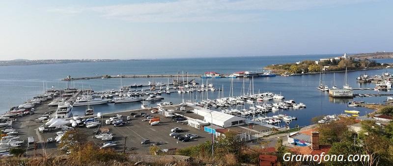 Морските градчета се напълниха със собственици на имоти за Великден