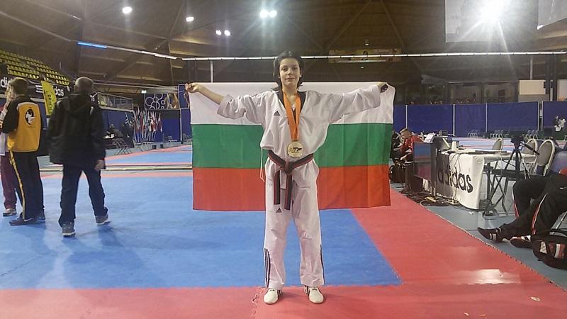 Гласувайте за медалистката Емилия от Строителния