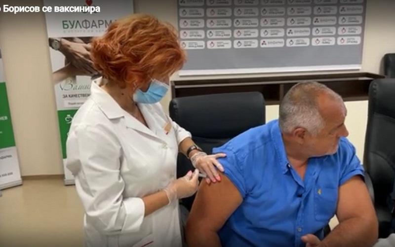 Бойко Борисов се ваксинира с Модерна, бил модерен