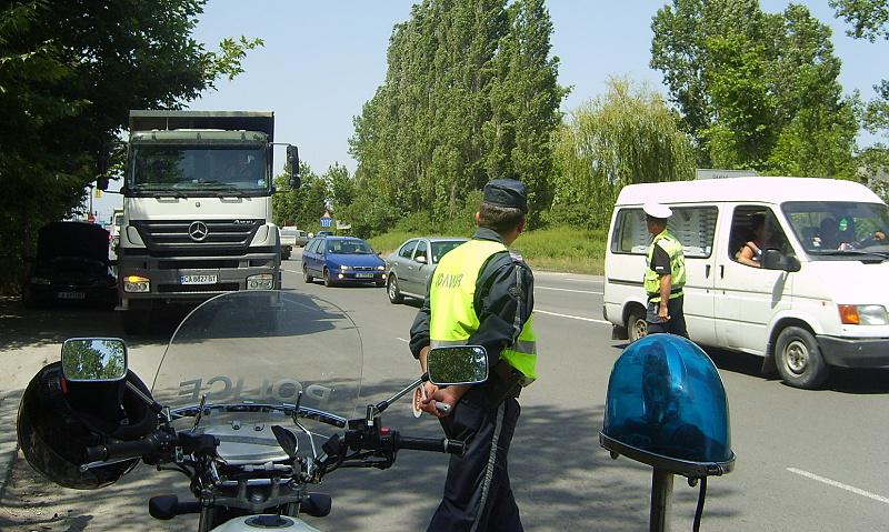 Аварирал камион запуши една лента на пътя Созопол – Бургас