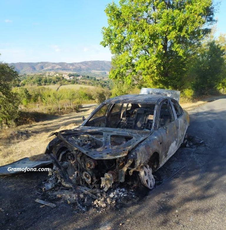 Затвориха пътя към руенско село заради запален автомобил