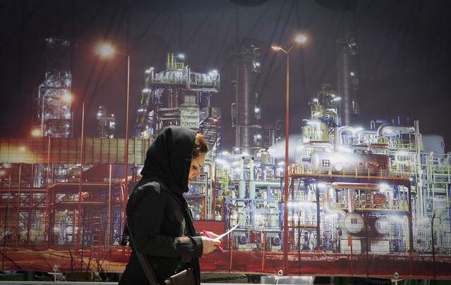 Иран понижи цените на нефта за Европа