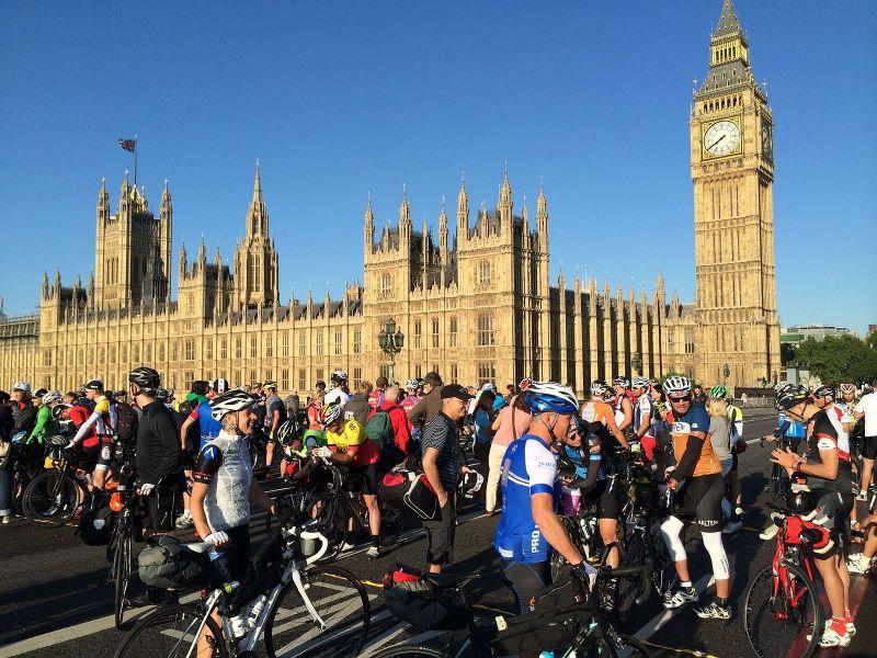 300 от най-добрите колоездачи в света тръгват тази събота от Бургас