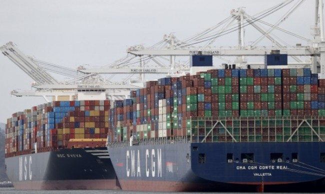 Товарен кораб се блъсна в пристанище в Истанбул