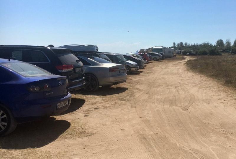 Сезираха МВР за масово паркиране на автомобили върху дюни