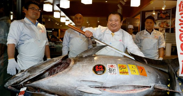 Рекорд: Японски майстор на суши купи риба тон за 1,8 милиона долара