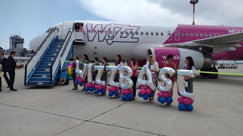 Воден салют за лятната база на Wizz Air в Бургас