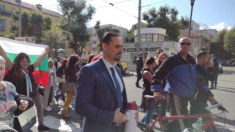 Заместник- областен управител поведе протеста срещу зелените сертификати в Бургас