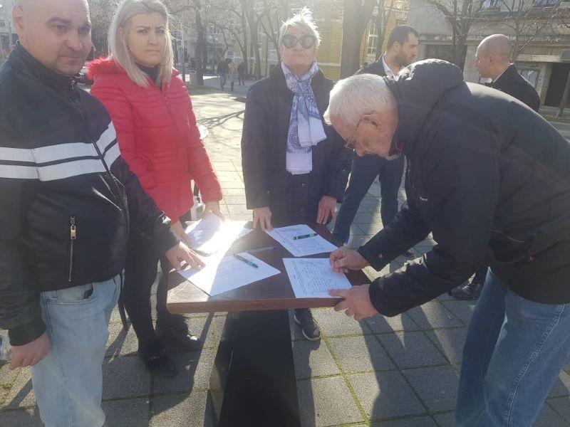 Над 400 подписа срещу проекта за паркинг под хотел България само за няколко часа