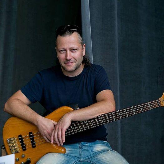 Бас китаристът Георги Русев вече е докторант