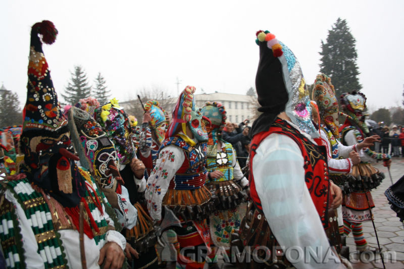 Маски на 300 години ще видят бургазлии на първия Фестивал на маскарадните игри в града