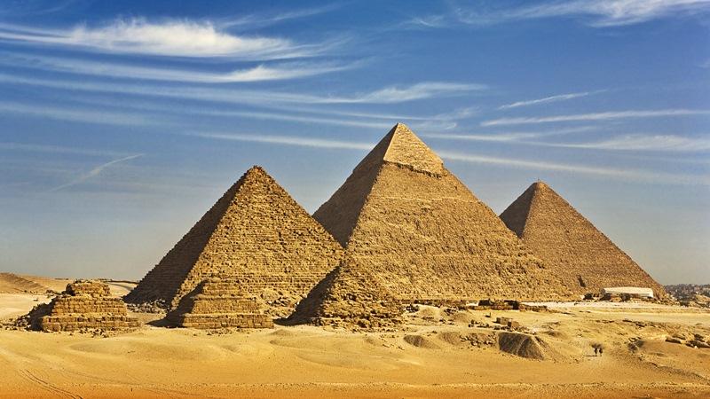 Започна дезинфекция на пирамидите в Гиза