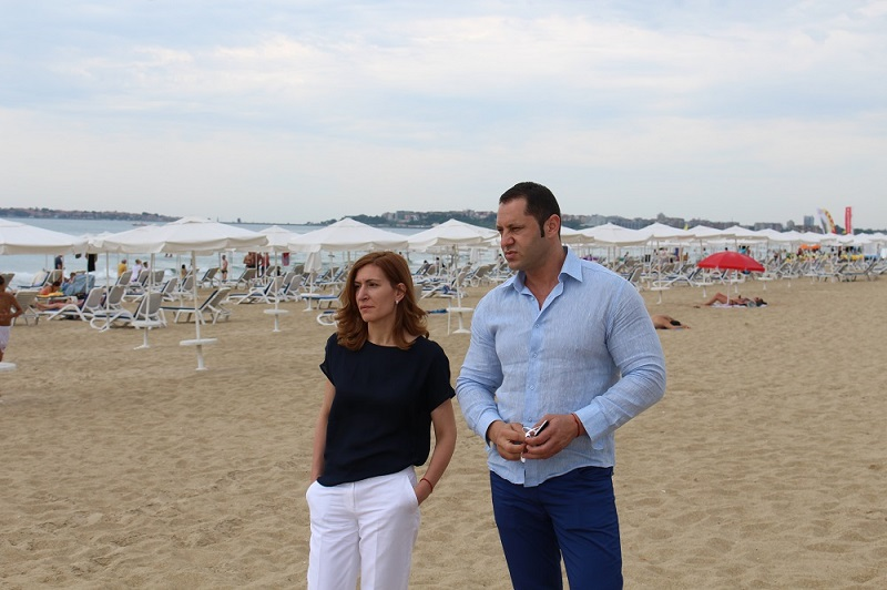 Министър Ангелкова инспектира плажната ивица на Слънчев бряг