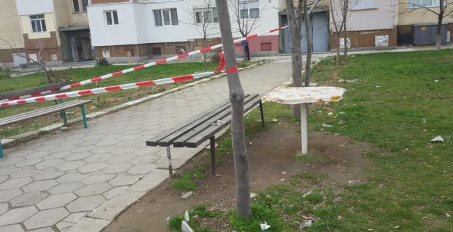 Нож в гърдите заради дръвче пред блок в Сливен