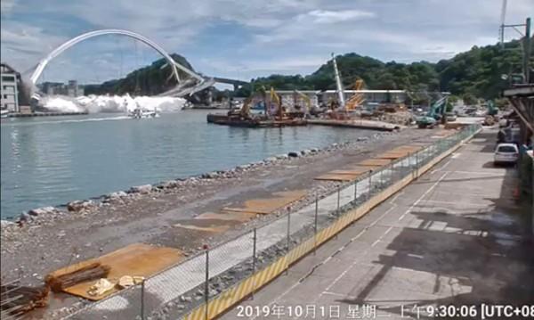 Четири жертви след срутването на мост в Тайван