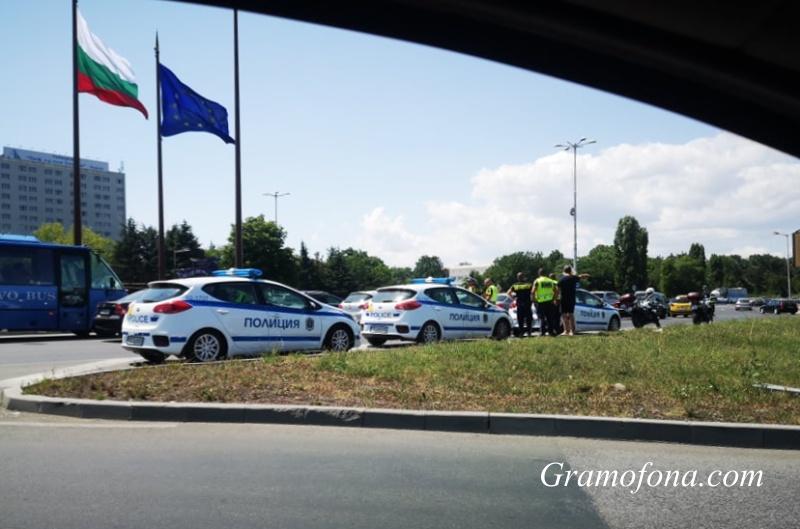 Масирано полицейско присъствие на изхода на Бургас