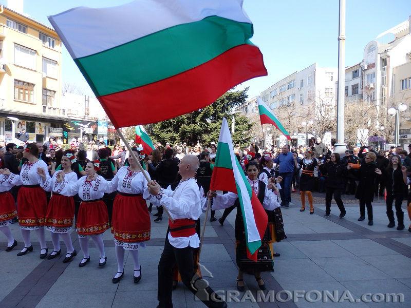 15 фолклорни състава ще се надиграват този петък в Бургас