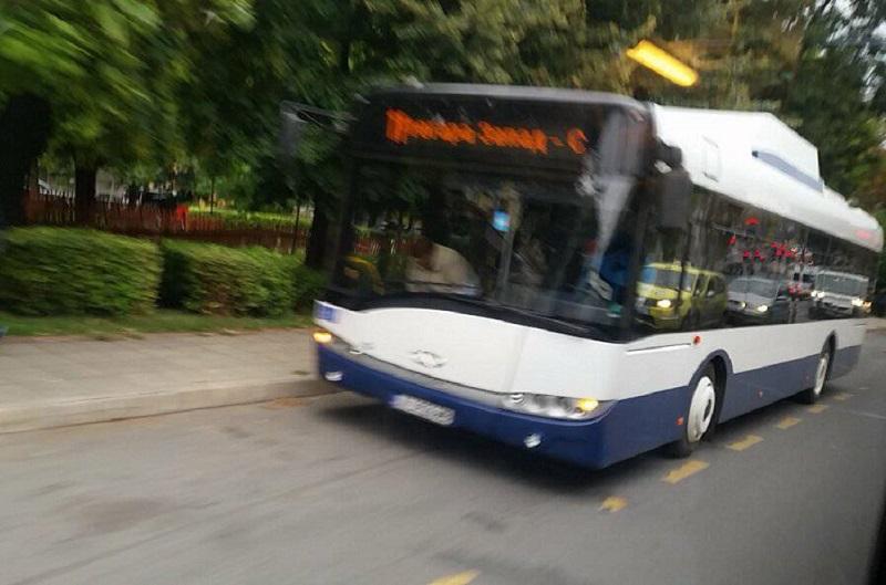 Трима пътници пострадаха при инцидент с автобус от градския транспорт в Бургас