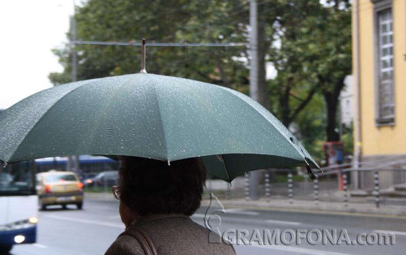 След горещия уикенд се очакват обилни валежи и бури