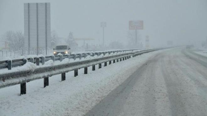 Ограничиха скоростта по магистрала Тракия, затварят пътища в областта