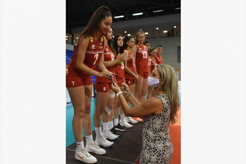 Бургазлийката Елена Коларова стана европейски шампион по волейбол