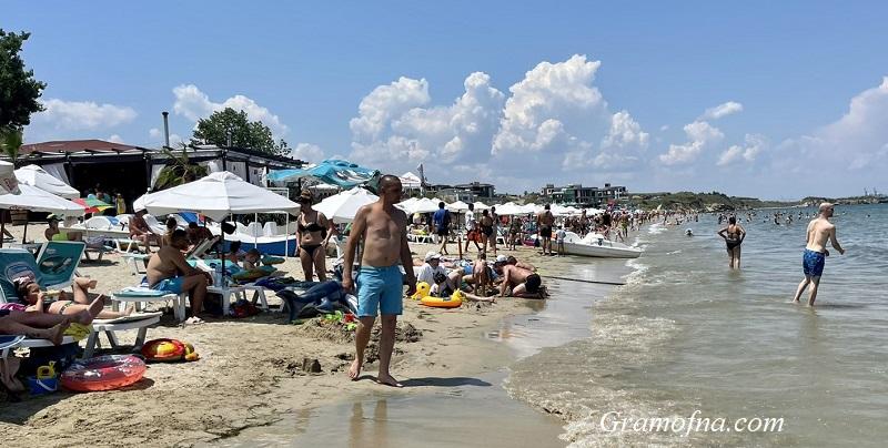 Бургазлии масово избраха плажа в деня на вота