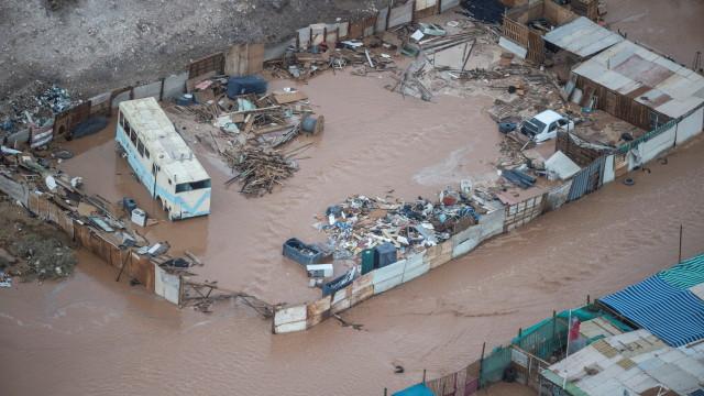 Наводнения в Чили и Перу: Петима загинаха, стотици са евакуирани
