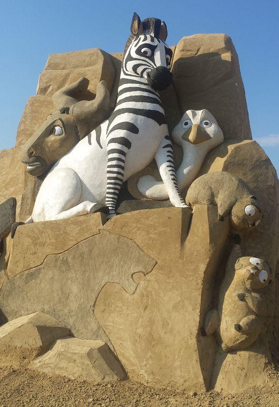 Още месец пясъчни скулптури