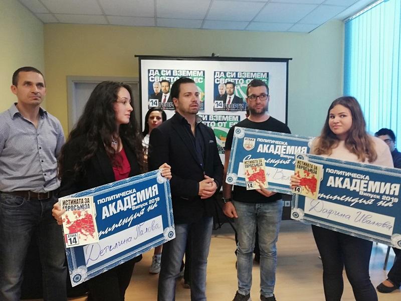 Вместо да прави предизборен концерт, партия АТАКА връчи стипендии на студенти в Бургас