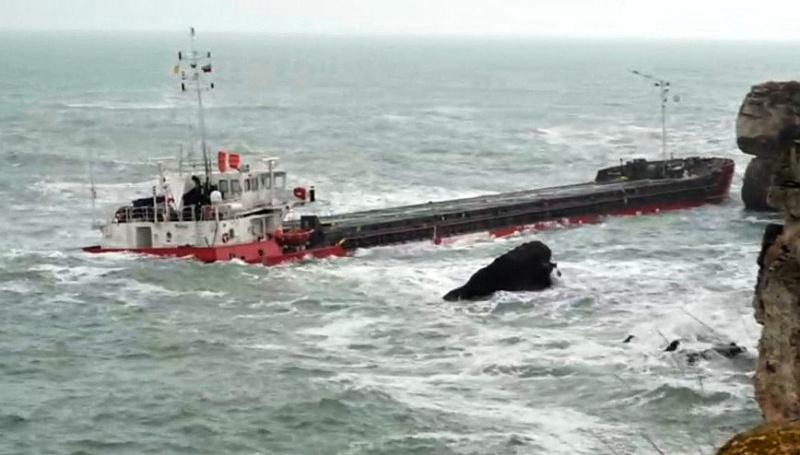 Силна миризма на нефтопродукти се усеща в района на кораба Vera Su