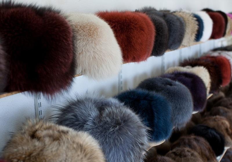 Само шапки с естествен пух – хит на сезона