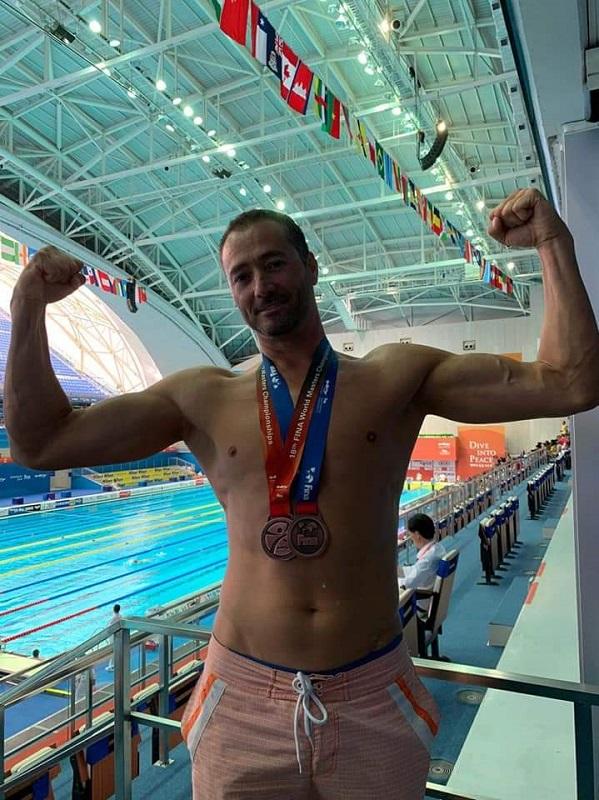 Учител в компютърната гимназия в Бургас спечели два медала на световно по плуване