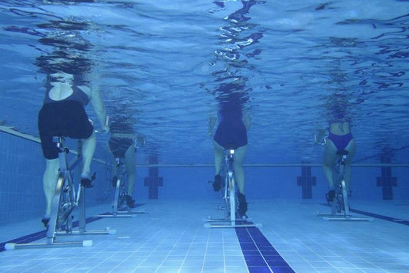 Влезте във форма без да натоварвате гърба и ставите - с комбинирана тренировка акваспининг и водна аеробика