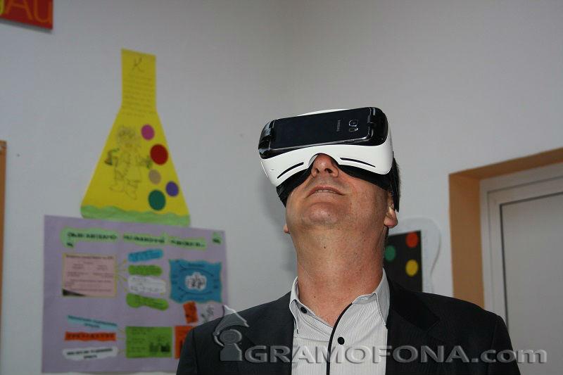 Кметът на Айтос на виртуален лов  за крокодили
